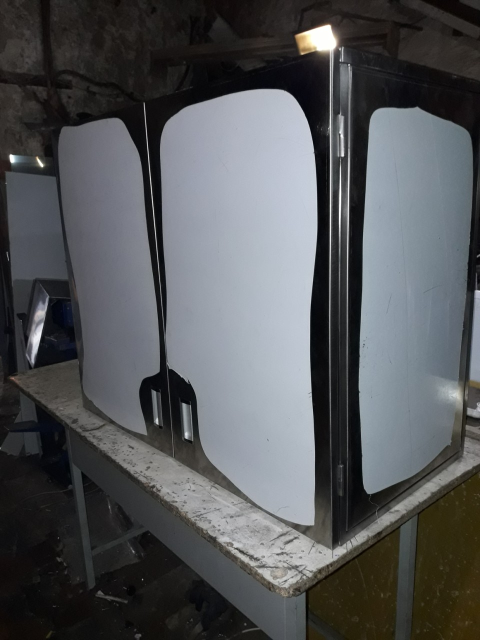 Шкаф навесной закрытый (1100 x 300 x 600) - фотография №2