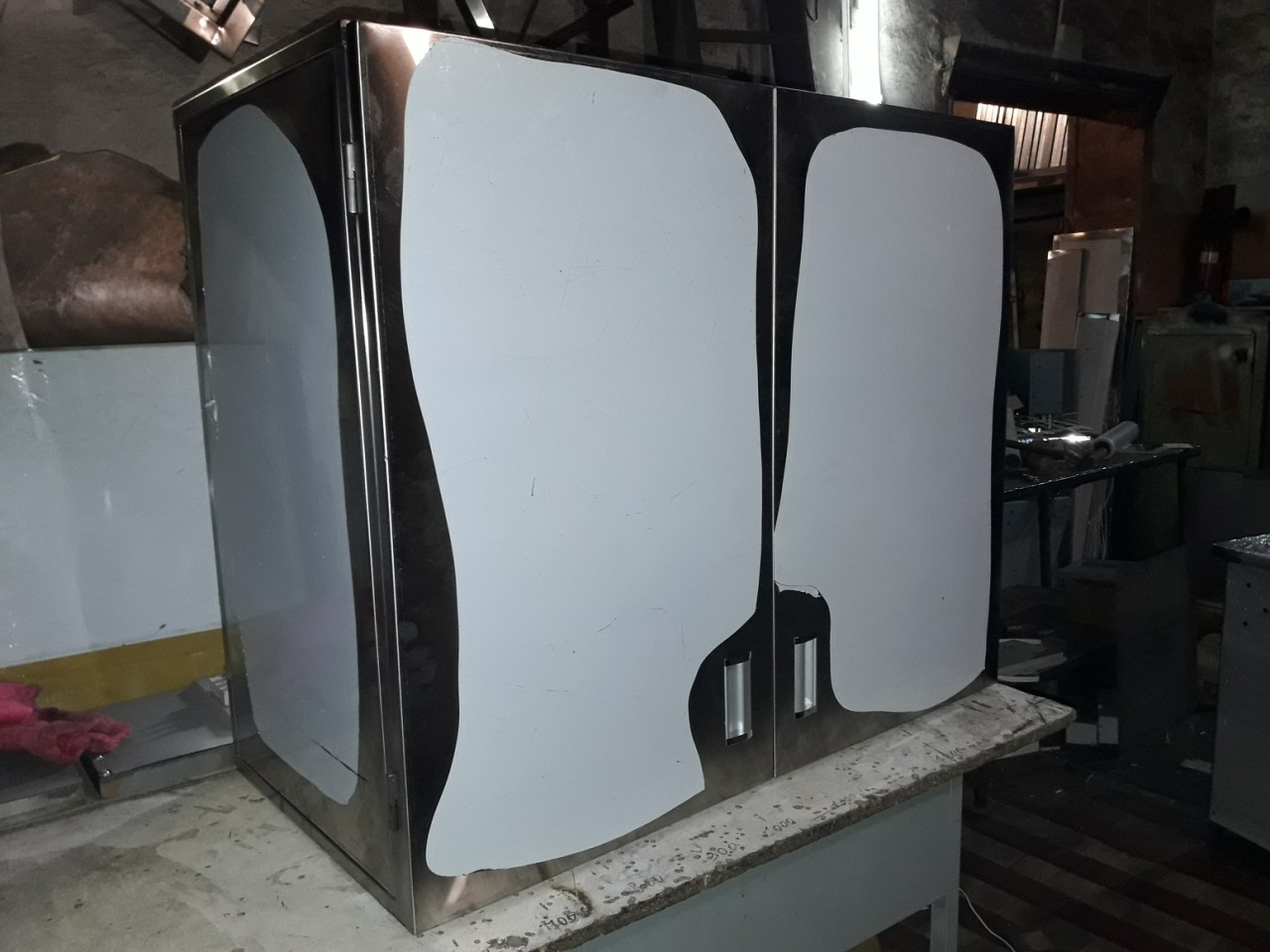 Шкаф навесной закрытый (600 x 300 x 600) - фотография